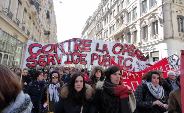 Students and workers take to the street to defend public services in Lyon