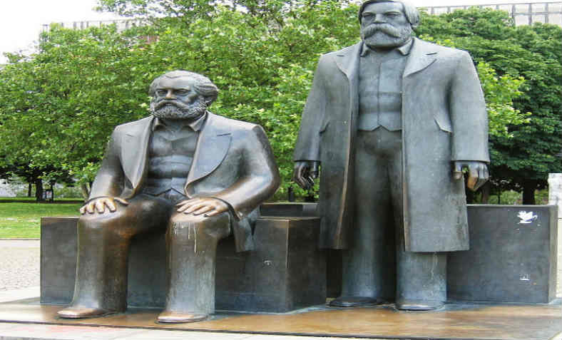 Statue of Marx and Engels in Berlin. Photo: Johann H. Addicks