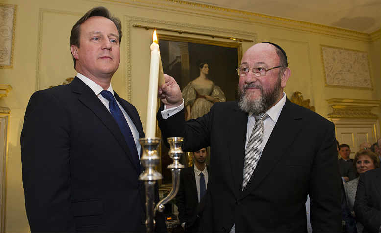David Cameron and Chief Rabbi Mirvis in 2013