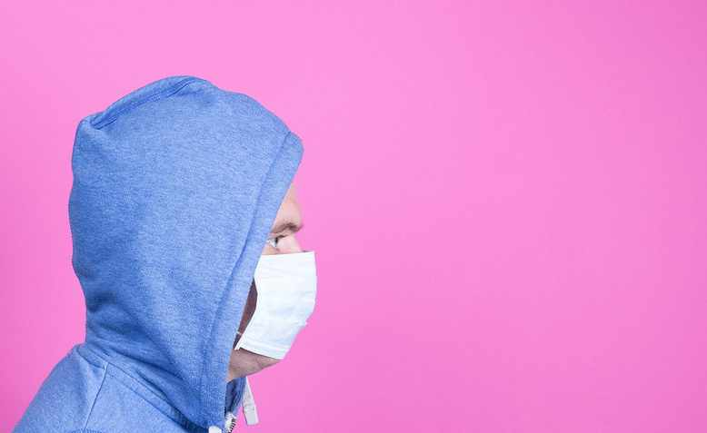 Man with medical flu mask. Photo: Flickr/Marco Verch