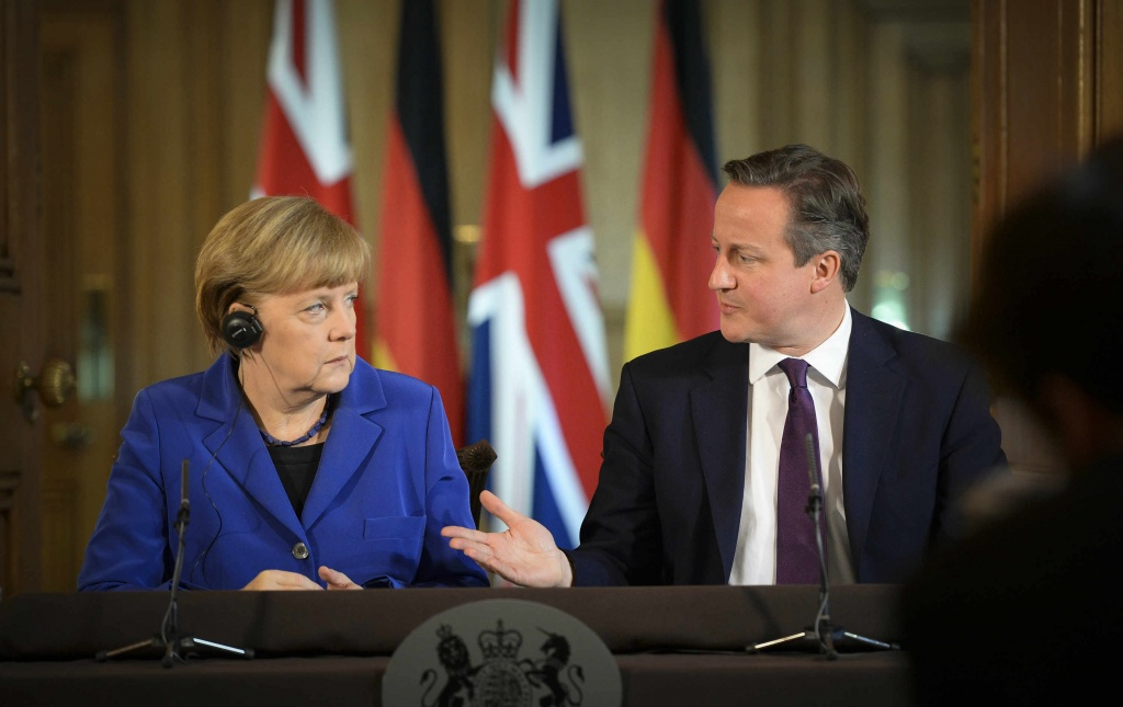 Chancellor Merkel and Prime Minister Cameron conferring