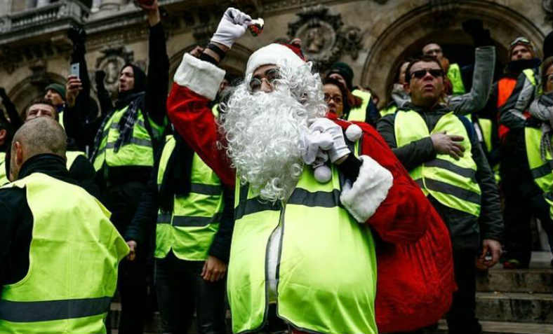 Yellow vests at Christmas. Photo: Zero Hedge