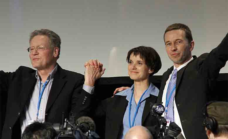 From left to right: Konrad Adam, Frauke Petry, and Bernd Lucke at the Founding Party Conference in 2013. Photo: Wikipedia