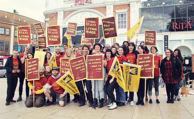 Strikers on the picket line. Photo: Katarzyna Perlak