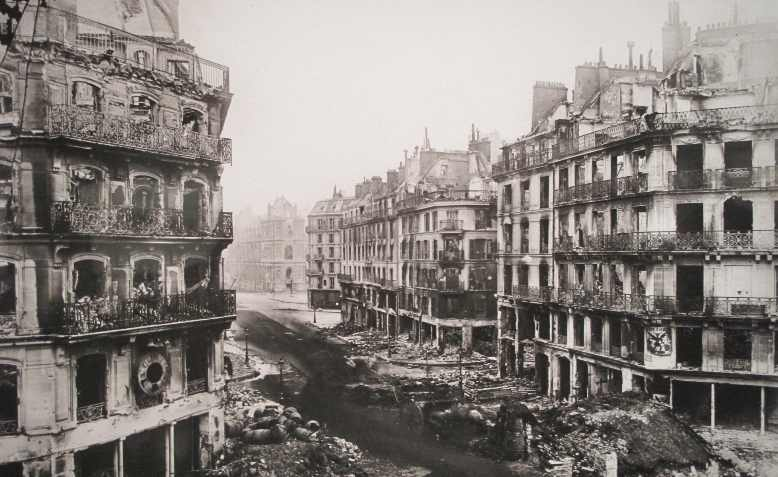 Rue de Rivoli, Paris, May 1871. Photo: Wikimedia Commons