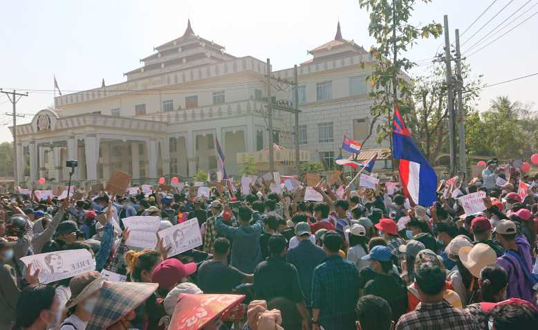Protest against military coup in front of Kayin State Hluttaw