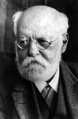 Karl  Kautsky - the 'centrist' who preached socialism but practised reformism in the German SPD