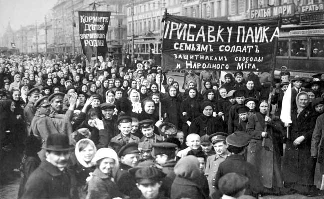 Women workers demonstrate during the revolution