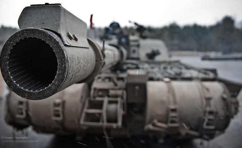 Challenger 2 main battle tank with The Queen's Royal Hussars. Photo: Cpl Ross Fernie RLC / Flickr - Defence Images / cropped from original / licensed under CC 2.0, links at the bottom of article