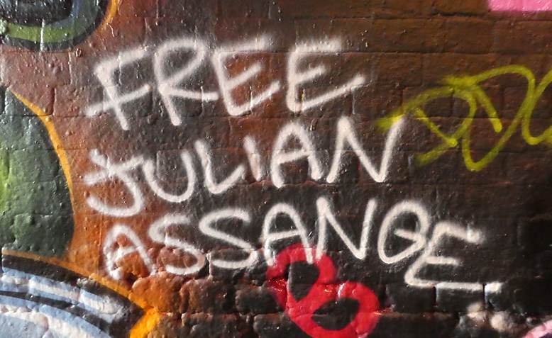 Free Julian Assange graffiti in London. Photo: Flickr - Duncan Cumming / cropped from original / licensed under CC 2.0, links at the bottom of article