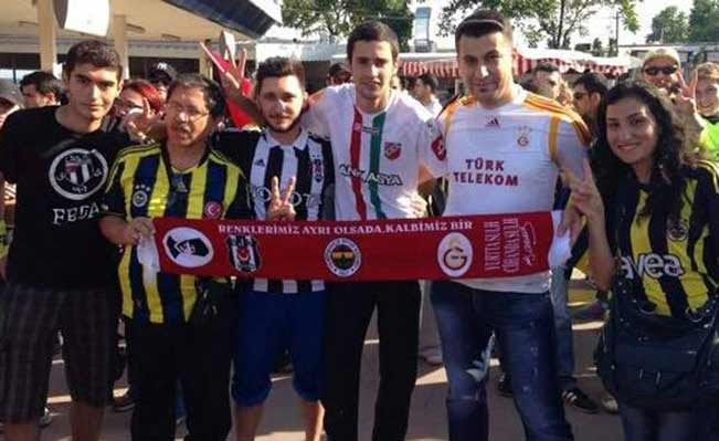 Fans from rival Instanbul football clubs
