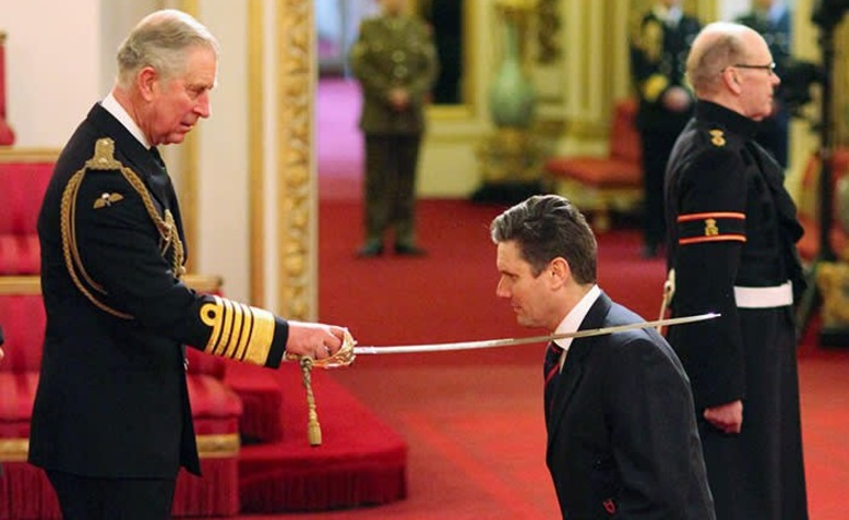 Keir Starmer receives his knighthood. Photo: D Anthony Thompson via Twitter