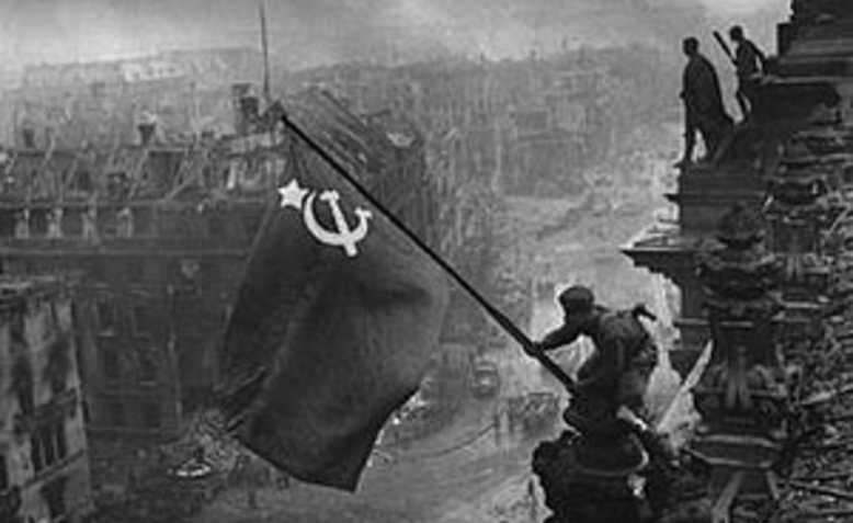 Soviet flag lifted over the Reichstag. Photo: Wikimedia Commons