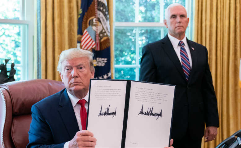 Trump signs Executive Order imposing sanctions on Iran, June 2019. Photo: Public Domain