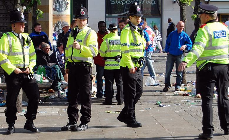 Greater Manchester Police officers in Piccadilly Gardens, Manchester, May 2008. Photo: zxzoomy via flickr/Public Domain