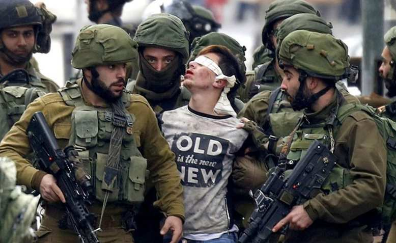 Israeli soldiers arresting a Palestinian. Photo: Wikimedia Commons