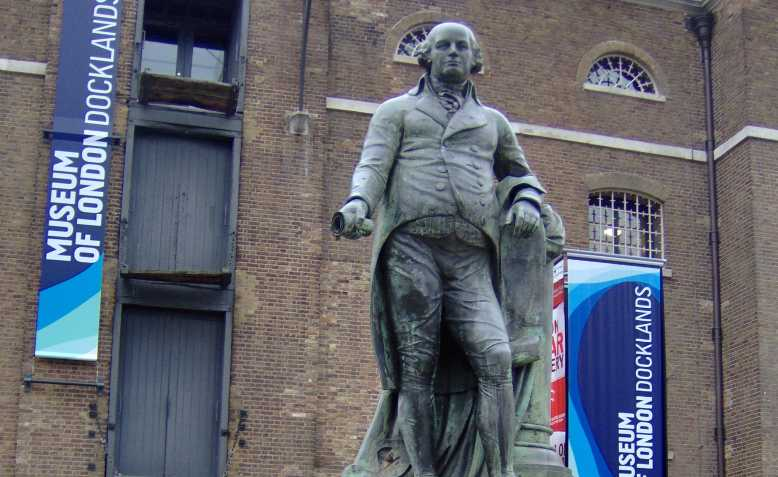 Robert Milligan statue. Photo: Wikimedia Commons
