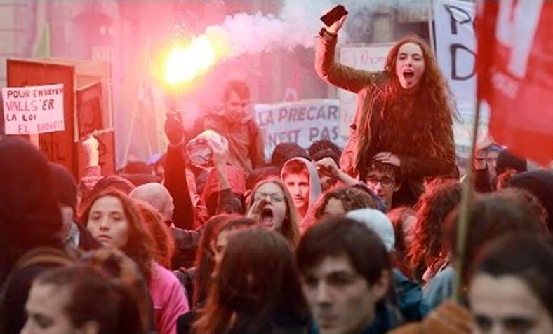 French students protesting proposed labour reforms
