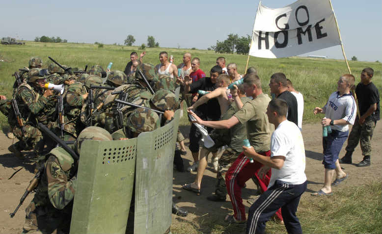 Moldovan troops receiving 'peacekeeping' instruction from the North Carolina National Guard, 2011