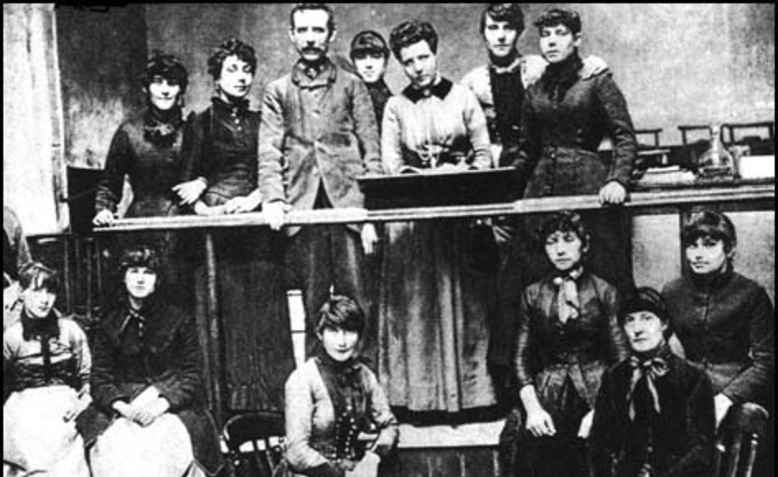 Annie Besant and the Matchgirls Strike Committee. Photo: wikimedia commons