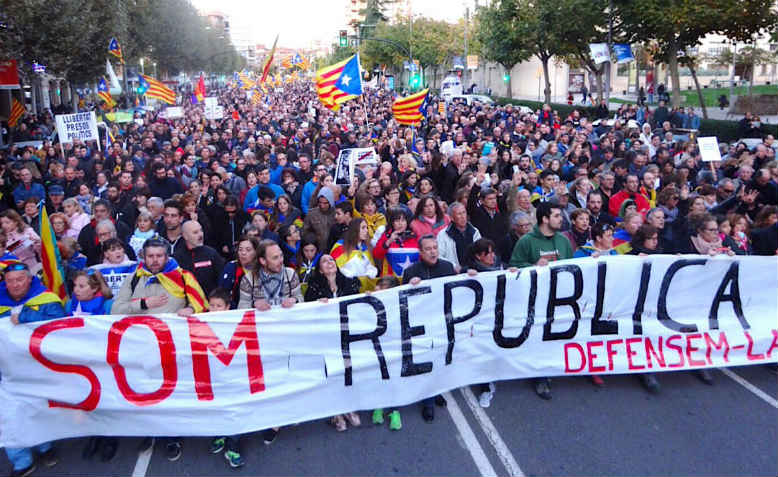 Demonstrators on the 12,000-strong regional march in Lleida, Catalonia on Sunday 5th November. Photo: Twitter/@CDRsLleida