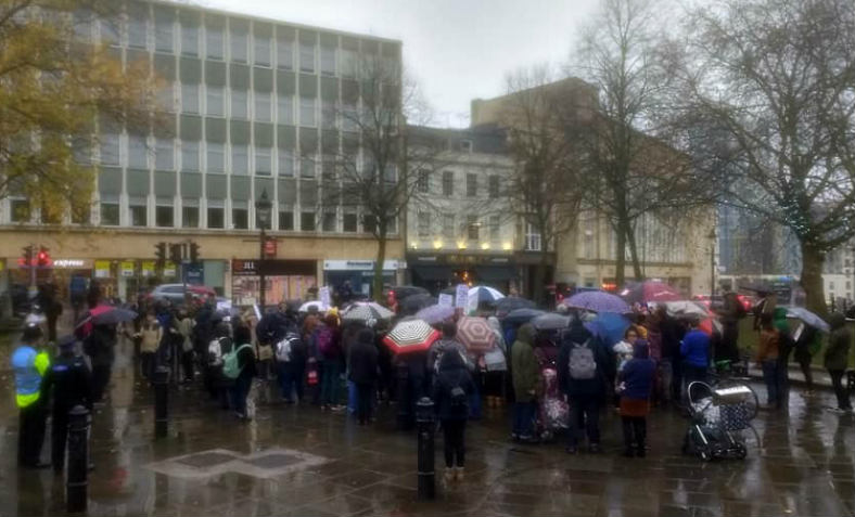 bristol-bus-protest-crowd-24-11-2018.jpg