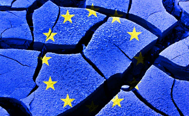 EU flag cracking. Photo: Wikimedia Commons