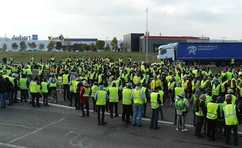 Yellow Jackets demonstration in Vesoul, 17 November. Photo: Wikimedia Commons