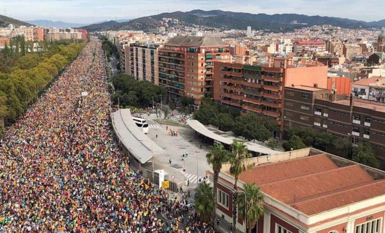 Up to 750,000 demonstrating in Barcelona today during the strike. A million are estimated to have turned out across the territory according to organisers. Photo: Assemblea Nacional