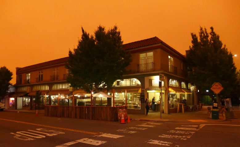 Orange sky in Elmwood, Berkeley, California, Wednesday 9 September 2020. Photo: dn &wp / Flickr / cropped from original / CC BY 2.0, original photo and licence linked at bottom of article