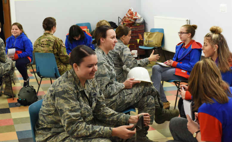 48th Fighter Wing Airmen from RAF Lakenheath speak to local Girlguiding group in Mildenhall. Photo: US Air Force/Christopher S. Sparks
