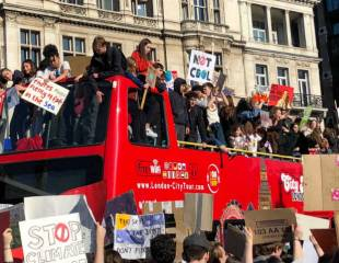 School climate strike: thousands of students shut down Parliament Square